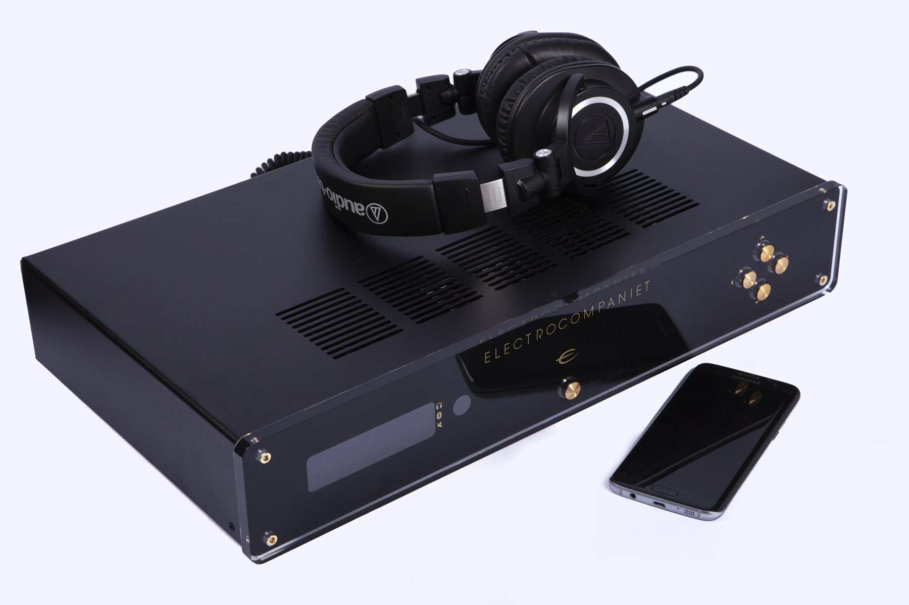 eci80d-headphones1000x666_1800x1800